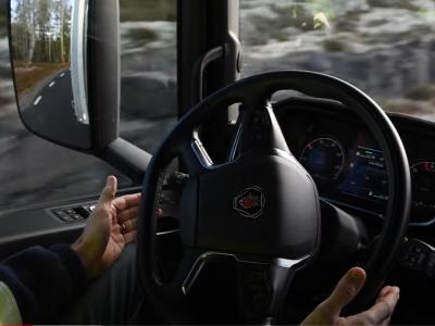 Scania testuje autonomiczne ciężarówki na szwedzkiej autostradzie. Obecność kierowcy w kabinie nadal niezbędna