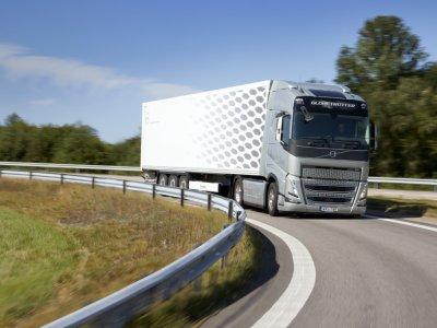 """Vežėjas įsigijo 1000 """"Volvo"""" sunkvežimių. Verslininko tikslas – degalų sąnaudų sumažinimas"""