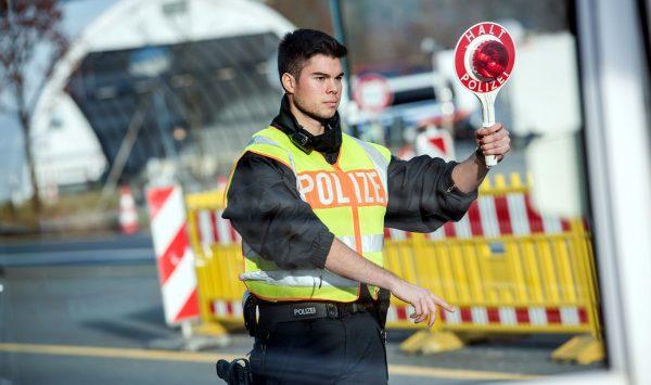 Niemcy wydłużają kontrole graniczne. Bruksela napomina rząd w Berlinie