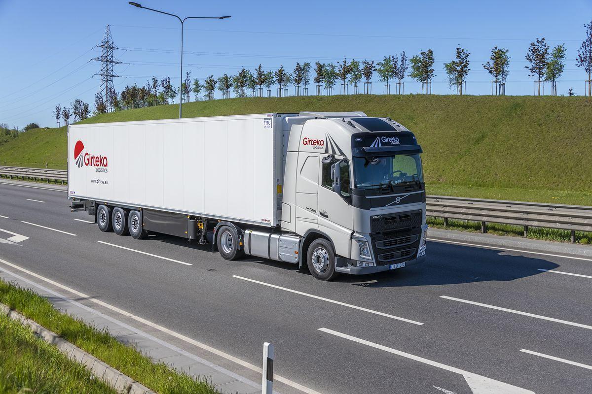 """""""Girteka Logistics"""" įsigis 2000 """"Volvo"""" vilkikų. Šiuo metu įmonės parką sudaro beveik 17 tūkst. transporto priemonių"""