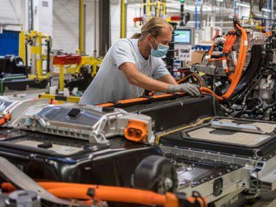 Boom na elektronikę użytkową uderza rykoszetem w przemysł motoryzacyjny. Fabryki ciężarówek zatrzymują produkcję
