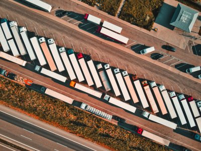 Die Zahl der emissionsfreien LKW in der EU müsste innerhalb von zehn Jahren hundertfach steigen