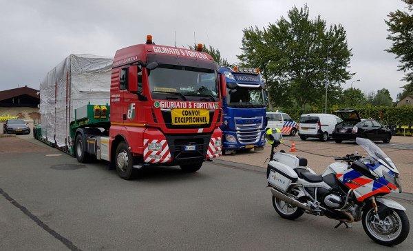 В Европе начались массовые проверки грузовиков. Посмотрите, на что будет обращать внимание полиция