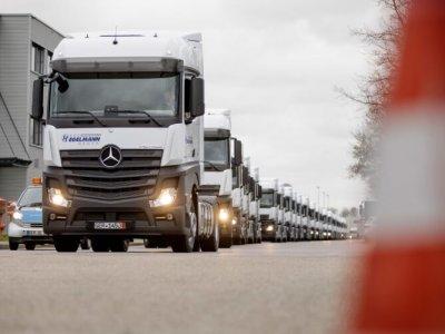 Ez a német logisztikai szolgáltató ezer teherautót rendelt – leginkább Mercedest
