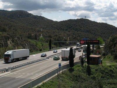 Spania va aplica scutiri de taxe rutiere pentru transportatori pe două autostrăzi majore