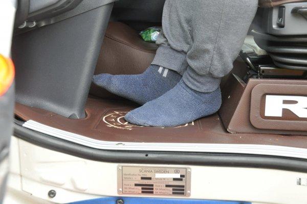 Zokniban száguldozott a teherautó-sofőr 133 km/órával