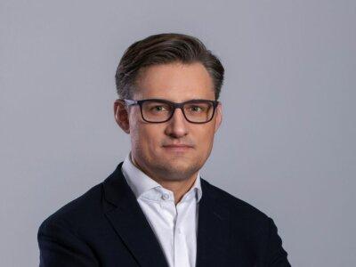 """""""Jesteśmy pozostawieni sami sobie"""". Szef IVECO Poland gorzko o tym, jak państwo wspiera rozwój stacji tankowania LNG"""