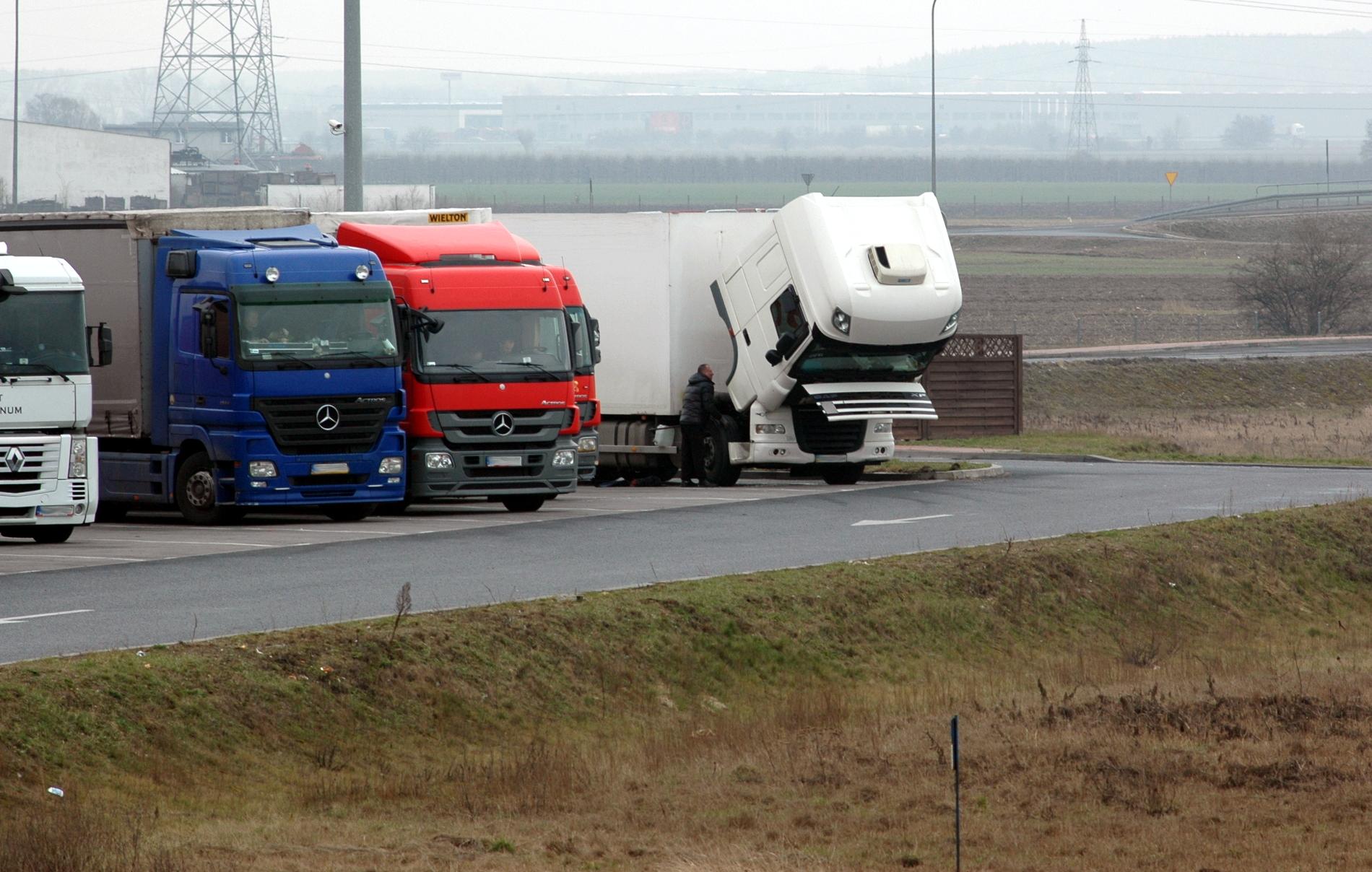 Zakazy ruchu ciężarówek w Polsce w 2021 r. Sprawdź kalendarz ograniczeń