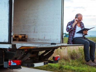 Управлял грузовиком в возрасте 70 лет, заплатит за это штоф более тысячи евро