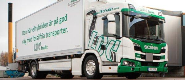 Scania's L 320 plug-in hybrid runs on organic diesel treated with hydrogen