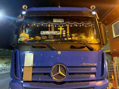 Krucyfiks na przedniej szybie nie uchronił kierowcy przed karą. Ozdoby kabiny nie spodobały się inspektorom
