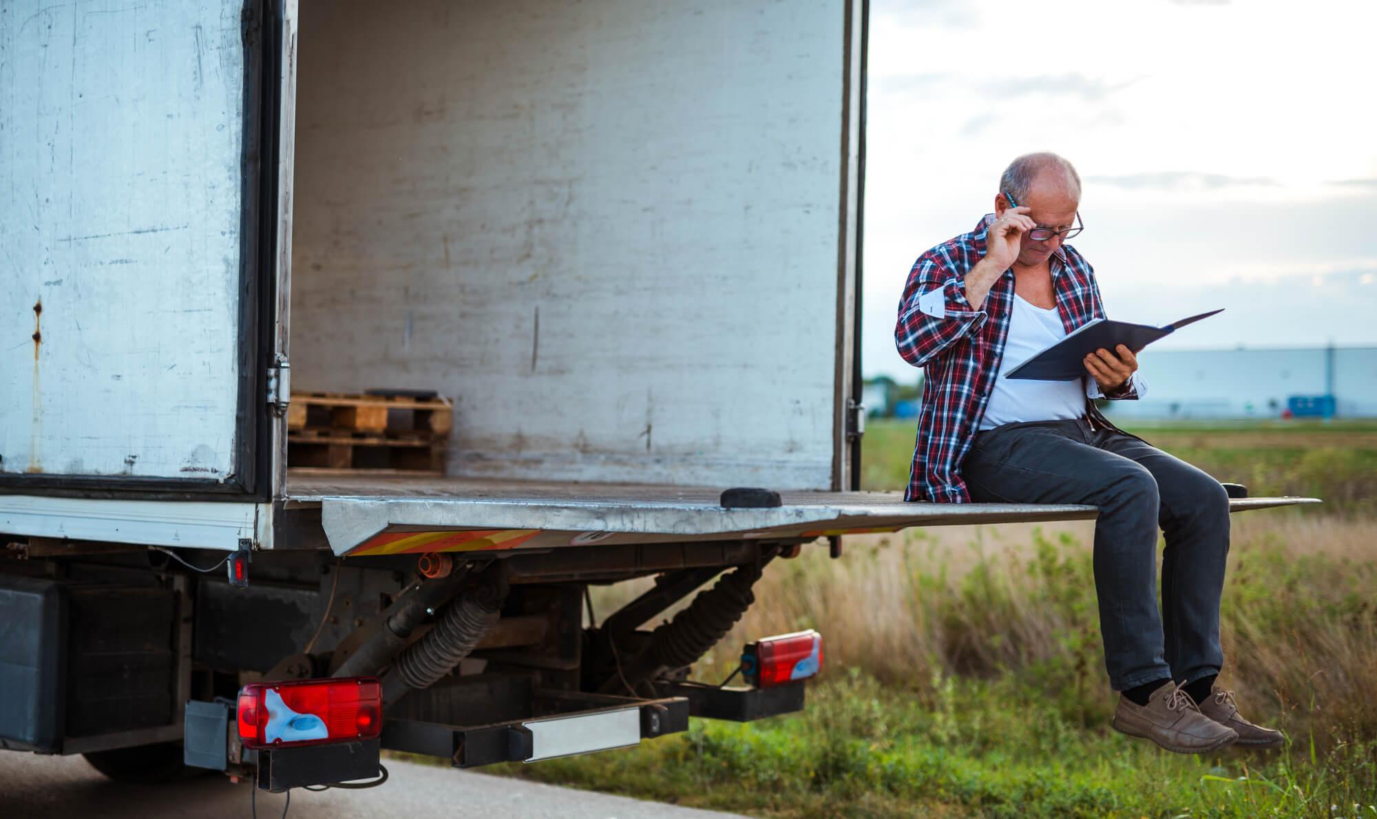 LKW-Fahrermangel: ALDI erhöht Löhne und im Osten locken Unternehmen mit Dienstwagen