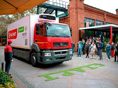 9 тонн грузовместимости и 200 км дальности на одной зарядке – таковы возможности первого полностью электрического грузовика из России