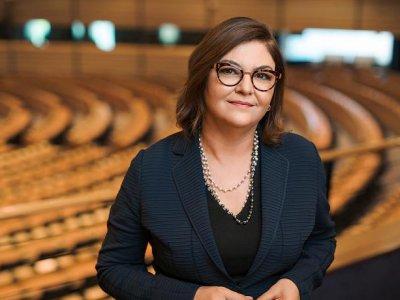"""Adina Vălean: """"Va fi elaborat un plan de urgență pentru sectorul european de transport de marfă în 2021"""""""
