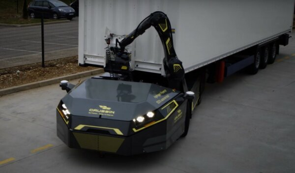 Gaussin unveils hydrogen-powered autonomous vehicle that automatically hooks up trailers