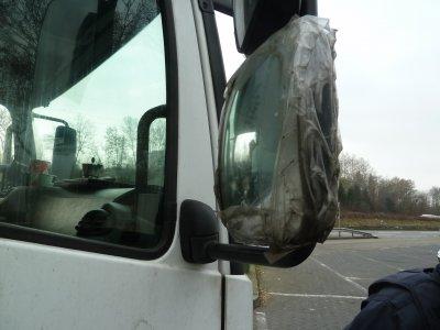 Ragasztószalag tartotta össze a teherautót – a német rendőrök szerint nem eléggé biztonságosan