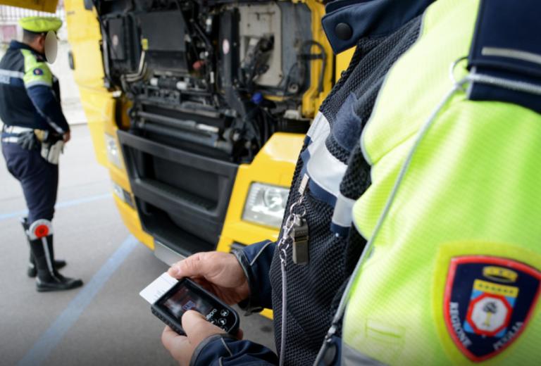 1200 euróra büntették meg a teherautó vezetőjét, mert túl öreg volt
