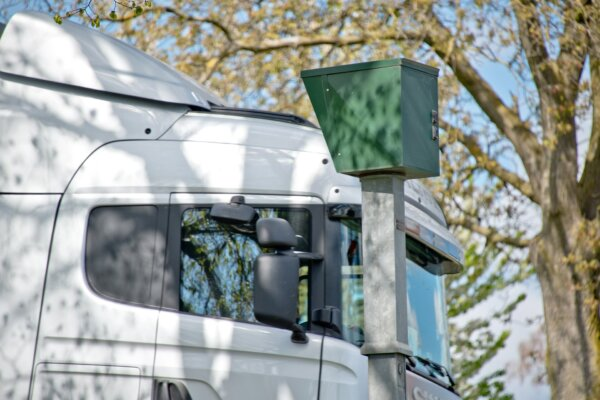 Inaccuracies in speed camera device could invalidate thousands of German speeding tickets