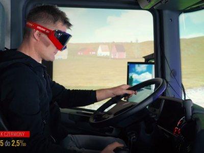 Co widzi kierowca prowadzący z ponad dwoma promilami we krwi? Zobacz test wykonany ku przestrodze