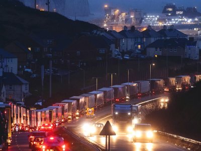 Már nem kell negatív COVID-teszt minden járművezetőnek, aki Hollandiába megy