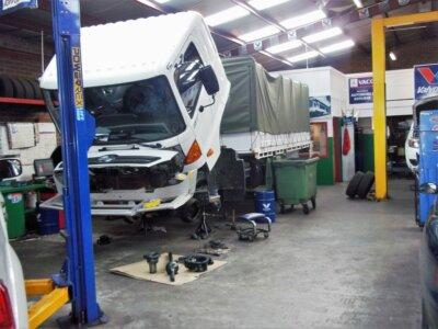 Autoritățile vor introducerea unui tarif de referință la reparațiile auto, pe modelul RCA