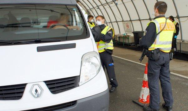 """Kontrole na niemieckich granicach przedłużone. Minister twierdzi, że nie ma """"znaczących korków"""""""