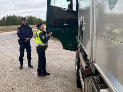 Bár a rendőrség elkapta – tovább ment tachográf nélkül. Több száz kilométerrel arrébb kapcsolták le