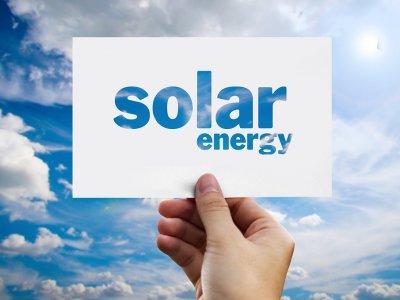 Belgische Spedition setzt auf Solarmodule: Kraftstoffersparnis von 76.000 Litern pro Jahr