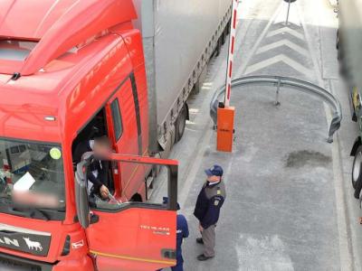 Alertă trafic I Timpi mari de aşteptare la frontiera cu Ungaria