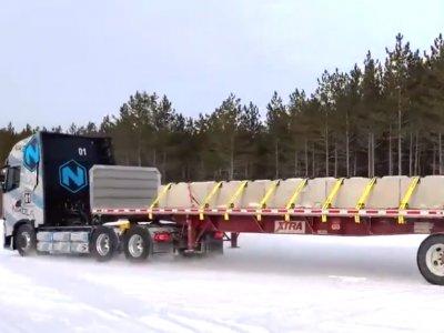 Эксклюзивное видео испытаний электрических тягачей. Nikola Tre на заснеженных трассах, Tesla Semi на полигоне