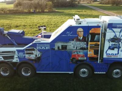 Jak pokazać przywiązanie do ciężarówek DAF-a? Francuzi namalowali historię producenta na swoim aucie