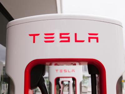 Tesla a deschis prima stație de tip Supercharger din București