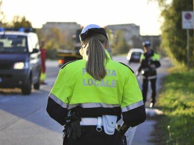 A teherautó-sofőr, aki elszáguldott a rutinellenőrzésről, és kidobta az ablakon a tachográf kártyáját