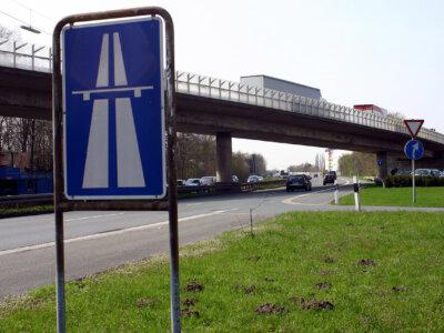 Ab 12.04 ist die A43 für LKW's über 3,5 Tonnen teilweise gesperrt