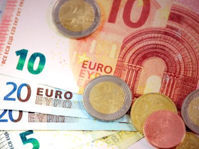 A franciák megemelték a teherautó-vezetők minimálbérét