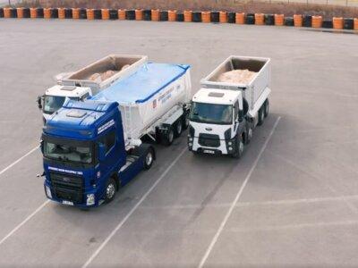 Czy już wkrótce zamiast kierowców ciężarówek parkować będzie automat? Testy już trwają