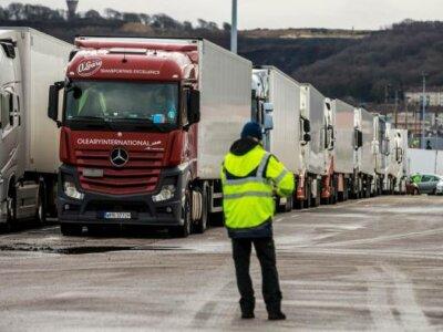 Protest al pescarilor din Franța prin blocarea camioanelor în zonele portuare