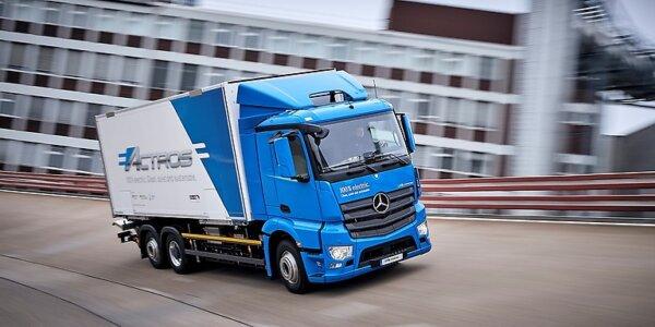 Daimler anunță accelerarea trecerii la mobilitatea electrică