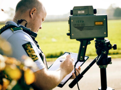 Konfiskata pojazdu, a nawet więzienie – duńscy policjanci mogą już surowiej karać piratów drogowych