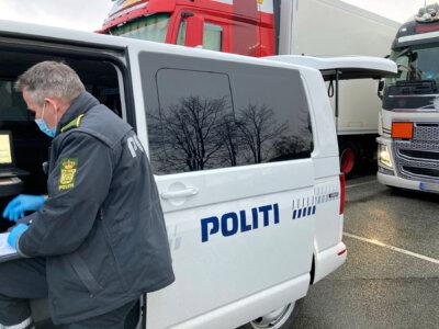 «Отдыхали» в движущемся грузовике. За этот «перерыв» датская полиция насчитала им 15 тыс. евро