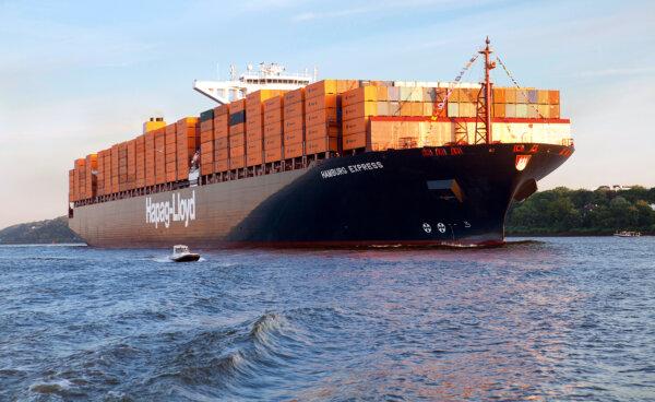 Padły kolejne rekordy – boom na kontenery i wielkie kontenerowce nie słabnie. Incydent sueski niczeg