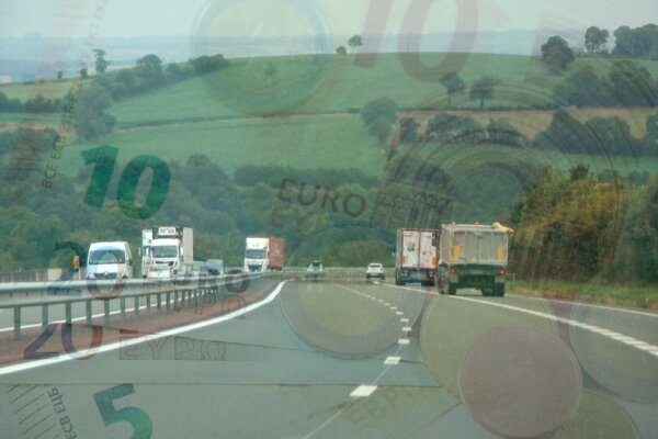 France raises minimum hourly wage for truck drivers