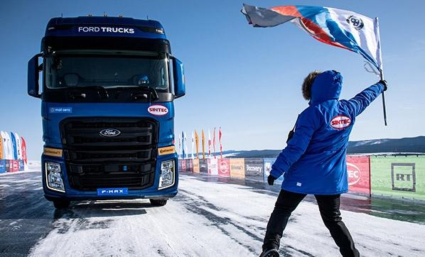 Így lépte át a 134 km/ó sebességhatárt a Ford F-MAX a Bajkál-tavon (videó)