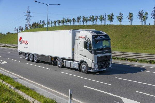 """""""Girteka Logistics"""" kaltinama neteisėtu kabotažu Norvegijoje. Sunkvežimiai neva buvo sukeičiami"""