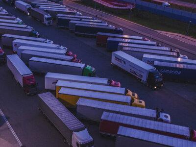 Ismét bezártak két francia kamion-parkolót a menekültek miatt