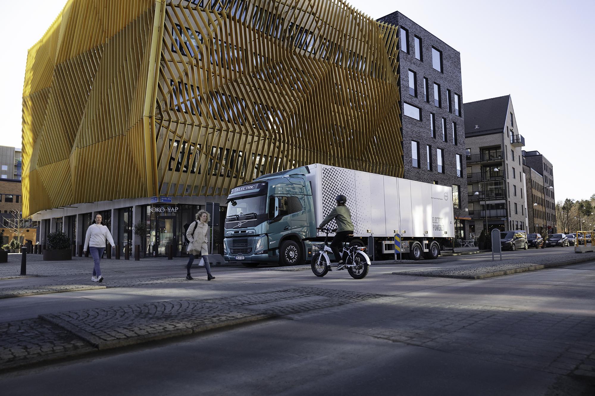 Volvo Trucks stellt neue E-LKW vor. Reichweite sowie potentiell hoher Preis lassen Zweifel aufkommen