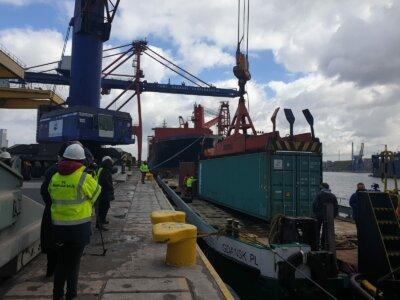 300 ton towarów pokona 300 kilometrów barką. Historyczny transport w Polsce