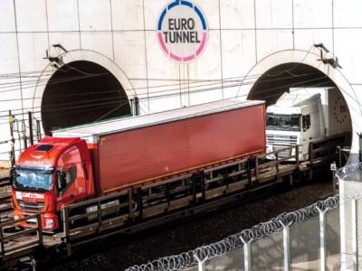 Numărul camioanelor care au circulat prin Eurotunnel a înregistrat o scădere de 20%