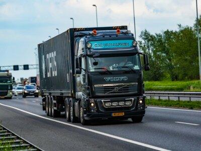 Gewerkschaften sichern niederländischen Truckern 6,75 % Lohnerhöhung und zahlreiche weitere Vorteile