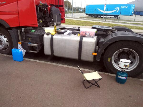 """Niemieckie związki zawodowe pokazują warunki pracy kierowców ciężarówek. """"Traktują nas jak śmieci"""""""